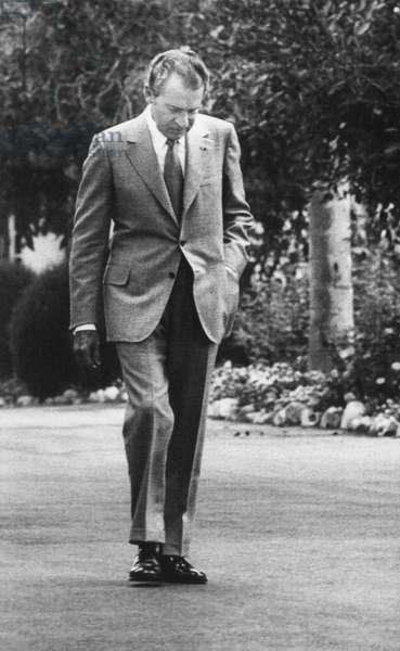 Nixon Presidency. US President Richard Nixon walking the grounds of the White House. Washington, D.C., 1971