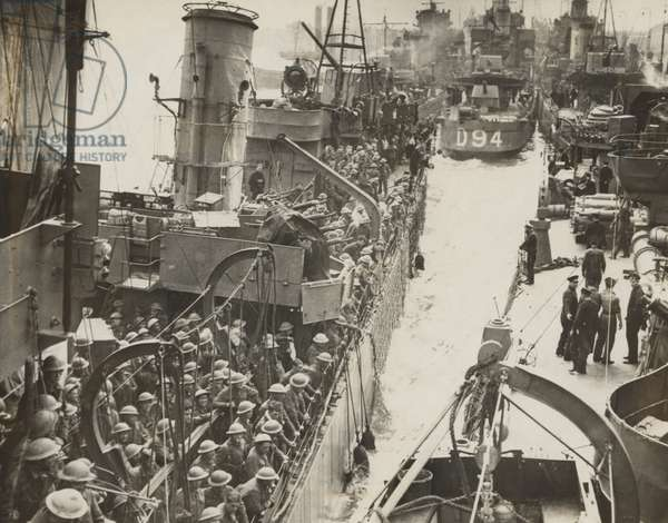 Traffic jam in an English port, after the evacuation of British Expeditionary Force from Dunkirk. Several ships, densely packed with soldiers, in June 1940 during World War 2