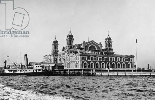 1919 photo of main building of Ellis Island immigration reception station in New York Harbor