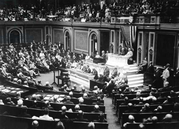 President Woodrow Wilson before Congress, announcing the break in the diplomatic relations with Germany. German resumption of unrestricted Submarine Warfare and the Zimmermann Telegram offering an anti-USA alliance to Mexico was unacceptable. Feb. 3, 1917