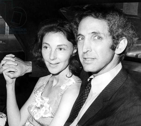 Pentagon Papers Defendant Daniel Ellsberg and wife Patricia after press conference. Boston, MA, 07-01-71.