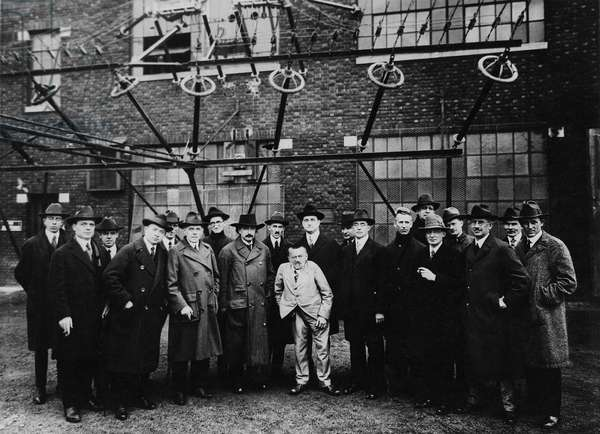 David Sarnoff conducted an inspection tour of the RCA wireless facility in New Jersey in 1921 for several of the world's greatest scientists, including Einstein, Tesla, Steinmetz and Langmuir. From left to right are: three unidentified men, David Sarnoff, Thomas J. Hayden, Ernst Julius Berg, S. Benedict, Albert Einstein, Nikola Tesla, Charles Proteus Steinmetz, A.N. Goldsmith, A. Malsin, Irving Langmuir, Albert W. Hull, E.B. Pillsbury, Saul Dushman, Richard Howland Ranger, George Ashley Campbell and two unidentified men