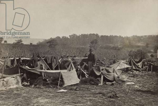 US Civil War. Battle of Antietam, also called Battle of Sharpsburg, Sept. 17, 1862. Confederate wounded at Smiths Barn, Keedysville, Maryland. Union Dr. Anson Hurd, of the 14th Indiana Volunteers, attends the men, who are sheltered in rough tents after the Battle of Antietam. Photograph by Alexander Gardner on Sept. 20-21 or Oct 3, 1862