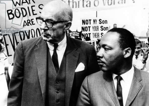 Dr. Benjamin Spock, Martin Luther King Jr., lead nearly 5,000 marchers through the Chicago Loop to protest U.S. policy in Vietnam, March 25, 1967.