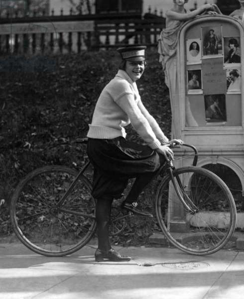 Bicycle. Julia Obear, bike messenger for the National Woman's Party. October 21, 1922