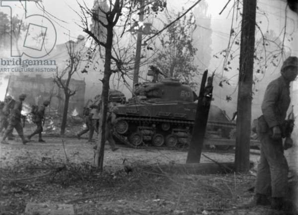United Nations troops fighting on the outskirts of Seoul, Korea. c. Sept. 18-21, 1950. They were an invading force of 40,000 against an estimated 7,000 North Korean soldiers based in the city. Korean War, 1950-53