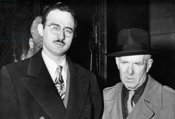 Julius Rosenberg (left), spy for the Soviet Union, with Deputy Marshal Harry McCabe (right), outside federal court, New York, 1951.