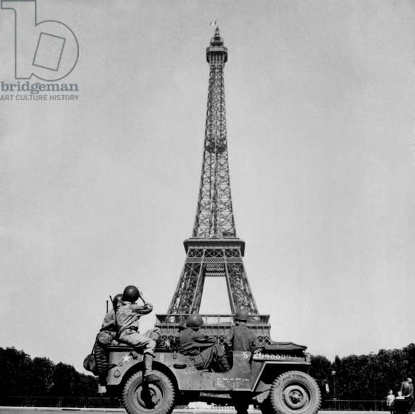 Soldiers of the 4th U.S. Infantry Division look at the Eiffel Tower in Paris. The French capital was liberated on August 25, 1944. World War 2