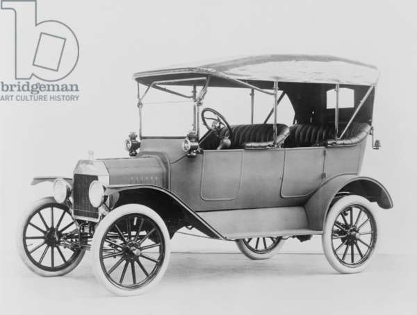 Ford Model T touring car. Model Ts made between 1908 and 1914 were available in colors other than black. c. 1913