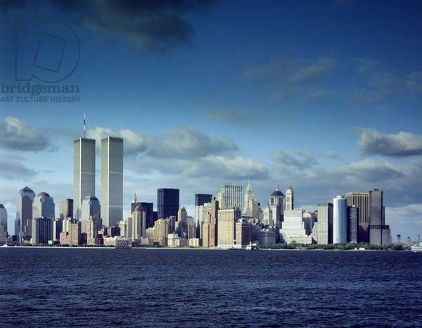 Skyline of lower Manhattan before the 9/11 terrorist attacks. Photo is taken from the New Jersey, with the Hudson River in the foreground. New York City. c. 2000