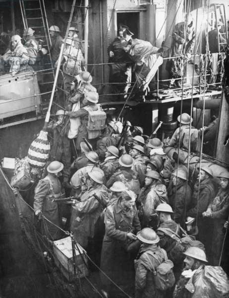 British Expeditionary Force soldiers board a destroyer at Dunkirk, France. On the English Channel they faced attack by German shore batteries, underwater mines, surface vessels and the Luftwaffe. World War 2. May 26-June 4, 1940