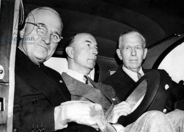 President Harry Truman, Defense Secretary Robert A. Lovett, and General George C. Marshall, New York, c. 1945.