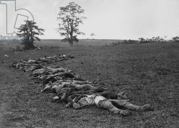 US Civil War. Battle of Antietam, also called Battle of Sharpsburg, Sept. 17, 1862. Confederate dead gathered for burial. Photo taken Sept. 19-21, 1862 by Alexander Gardner