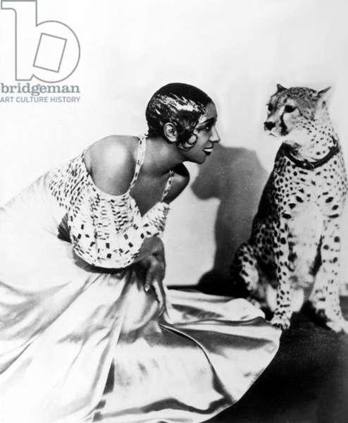 Josephine Baker and her cheetah Chiquita, 1920s