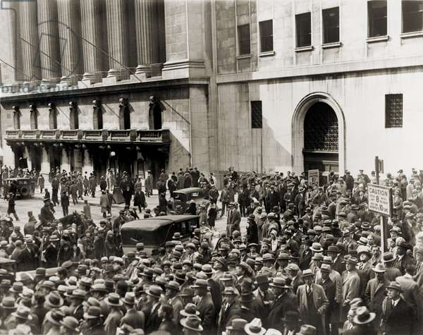Crowd gathers outside the New York Stock Exchange during the Crash of October 1929