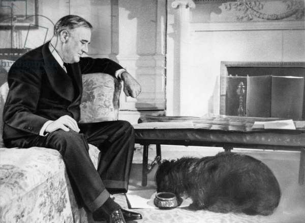 FDR Presidency. US President Franklin Delano Roosevelt and his dog, Fala, c.early 1940s