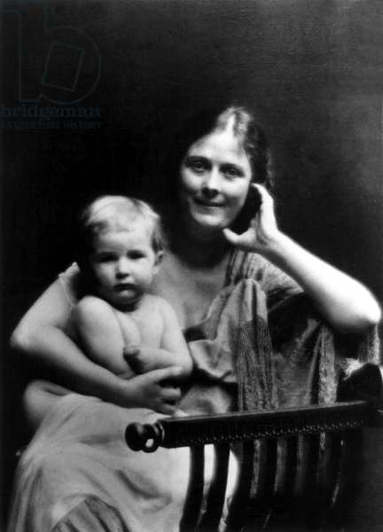 Isadora Duncan with daughter Deirdre, c.1908
