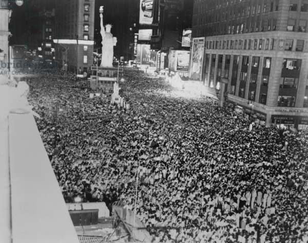 Huge crowd packed into Times Square, in a premature celebration of Japan's surrender. Before August 15, 1945. World War 2