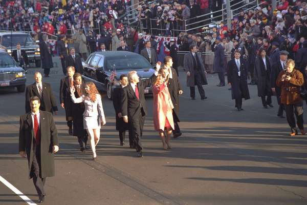 President Bill Clinton walk with Chelsea and Hillary in the 1997 Inaugural Parade