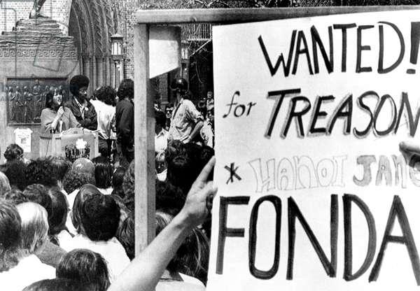 Jane Fonda (left), students holding 'anti-Jane Fonda' sign while Fonda addresses students on the campus of Univ. of Southern California, Los Angeles, April 12, 1973