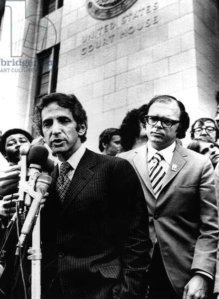 Pentagon Papers Defandants Daniel Ellsberg and Anthony Russo talk to reporters after opening session of trial. Los Angeles, CA, 01-17-73.