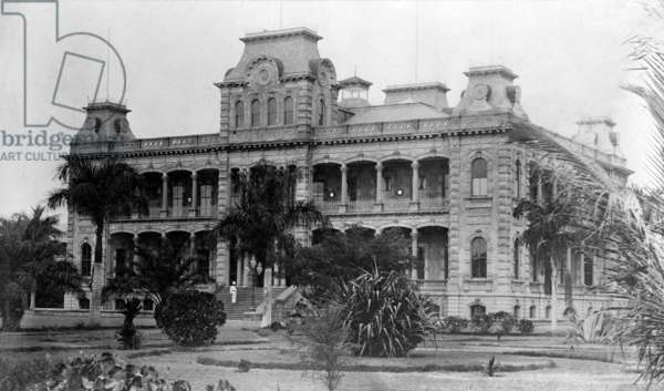 Iolani Palace, Honolulu, Hawaii. Residence of the last two royal rulers of Hawaii. Later served as the capitol of Hawaii. c. 1890