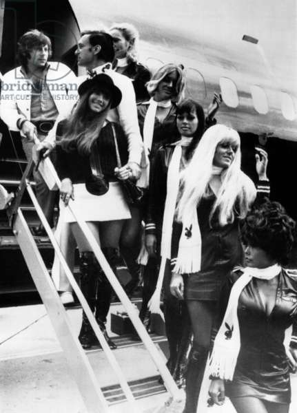 Roman Polanski, Hugh Hefner, Barbi Benton and a group of Playboy bunnies arriving in Paris, France, August 21,1970.