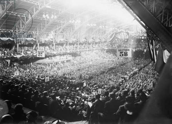 1912 Democratic Convention nominated Woodrow Wilson. Broad view of convention delegates at the Fifth Regiment Armory, Baltimore, Maryland