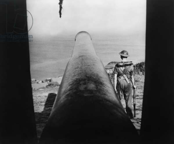Stationery cannon and guard on the English Channel, to meet German invaders in 1941. They never came because German aerial bombing could not subdue Britain, and the Nazis lacked the nautical mindset for such an invasion. World War 2