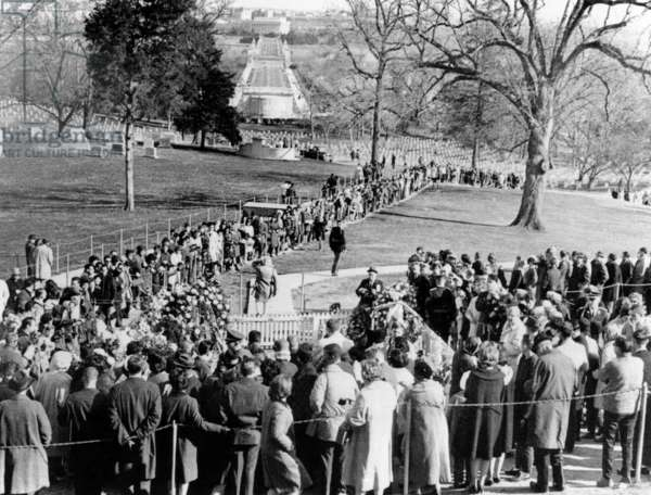 Huge crowds line up to view the grave of President John Kennedy on the first anniversary of his assassination. Nov. 22, 1964