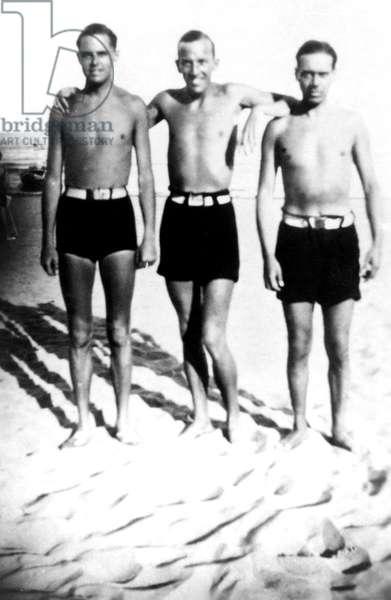 Noel Coward, center, c. early 1930s