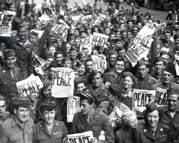 US Army men and women in Japan following the surrender of the Japanese army on September 2, 1945