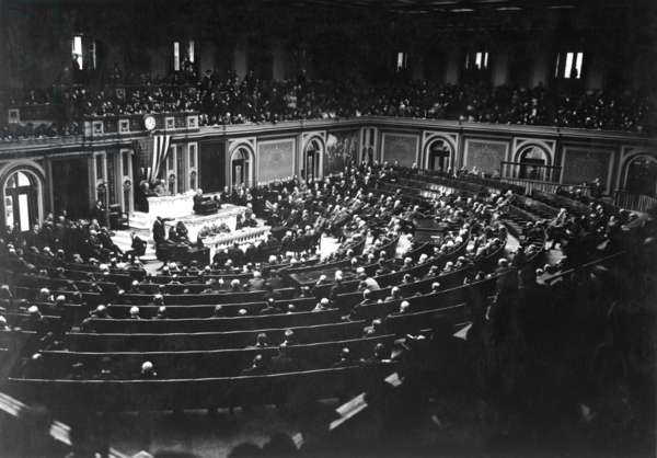 President Wilson reading the Armistice terms to Congress. World War I. Nov. 11, 1918