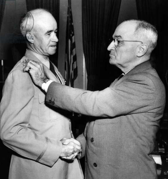 President Harry Truman pins the silver insignia of General of the Army on General Omar Bradley, 1950
