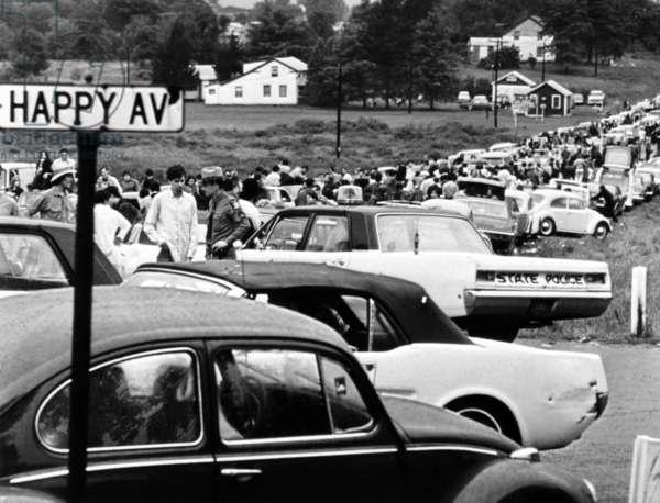 Festival de Woodstock: WOODSTOCK, traffic jam en route to Woodstock Festival, 1970