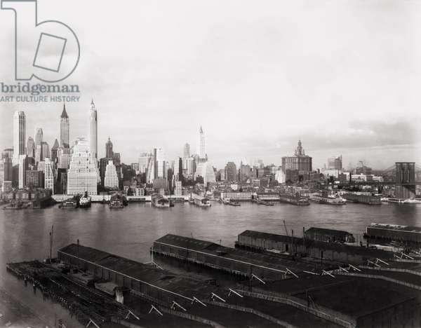 New York City skyline from Brooklyn in 1931. The Singer (left of center with rounded top) and Woolworth (center) buildings, formerly the tallest skyscrapers, are dwarfed by newer towers in the Financial District