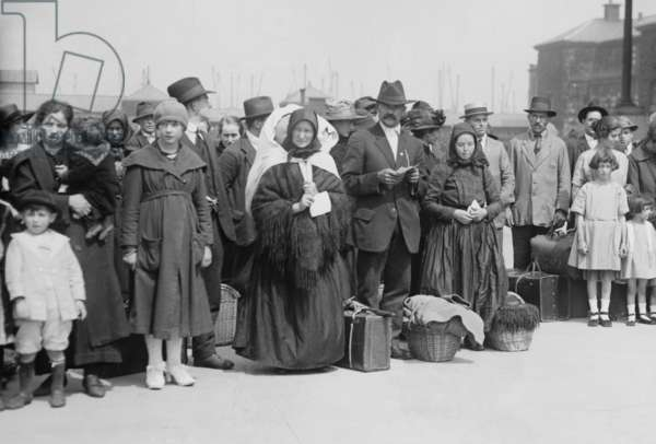 Newly arrived European immigrants at Ellis Island in 1921-21