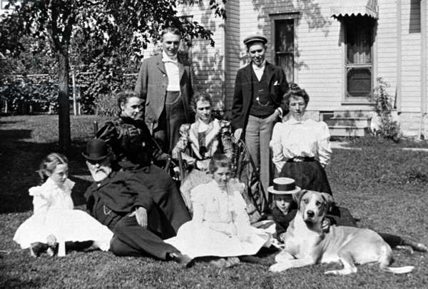 Warren G. Harding, 29th President of the United States (1921-1923) and wife (seated) joined by friends, c. 1910.