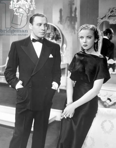 ARTISTS AND MODELS, from left, Jack Benny, Ida Lupino (in a gown by Travis Banton), 1937