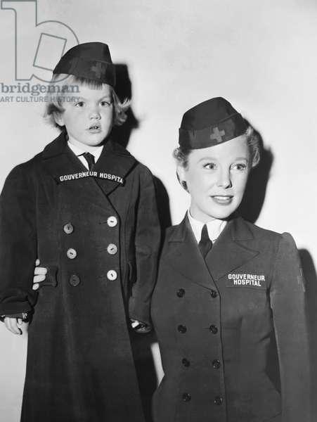 THE GIRL IN WHITE, from left: Pamela Poweel visiting her mother June Allyson on set, 1952
