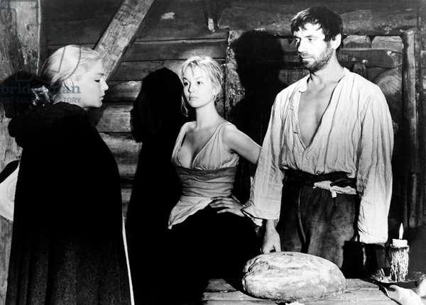 THE CRUCIBLE, from left, Simone Signoret, Mylene Demongeot, Yves Montand, 1957