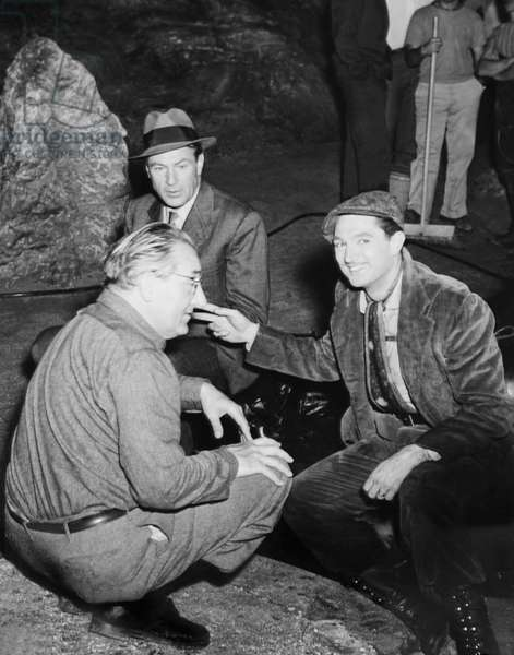 CLOAK AND DAGGER, from left: director Fritz Lang, Gary Cooper (rear), Robert Alda on set, 1946