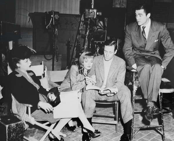 BOSTON BLACKIE'S RENDESVOUS, from left: Iris Adrian, Nina Foch, dialogue director Mel Ferrer, Steve Cochran on set, 1945