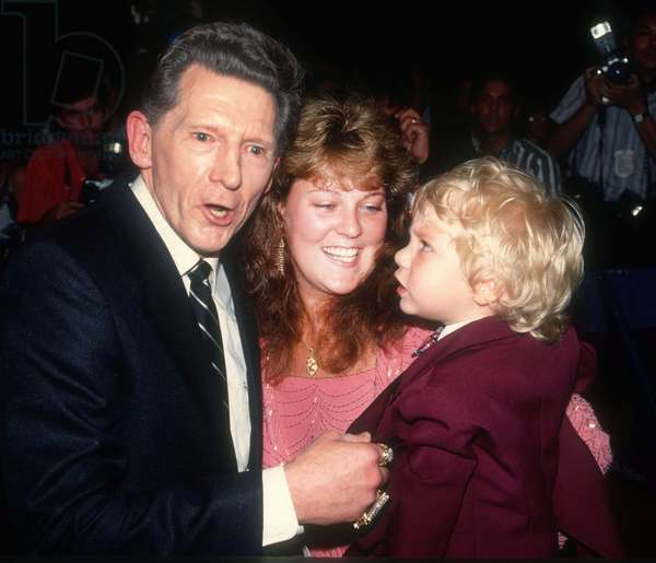 Jerry Lee Lewis & Kerrie McCarver with his son Jerry Lee Lewis III, 1989 (photo)