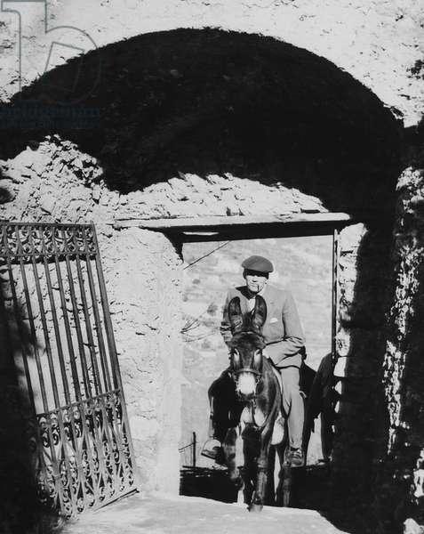 BEAT THE DEVIL, director John Huston on location in Italy, 1953