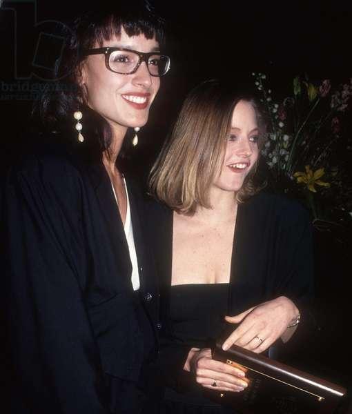 Jennifer Beals Jodi Foster, 1990 (photo)