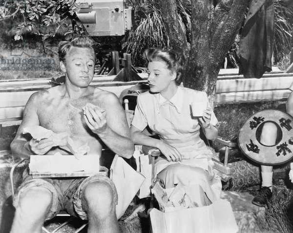 THE BRIDE GOES WILD, from left: Van Johnson, June Allyson having lunch on set, 1948