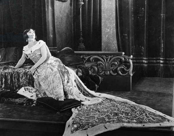 FORBIDDEN PARADISE, Pola Negri, 1924