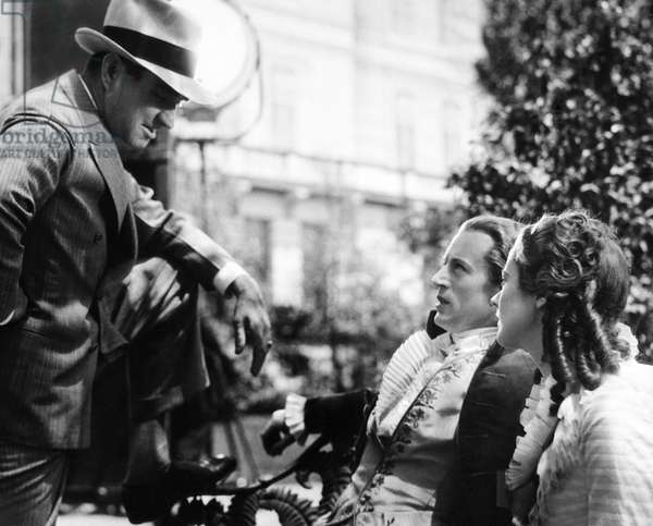 BERKELEY SQUARE, from left: director Frank Lloyd, Leslie Howard, Heather Angel on set, 1933