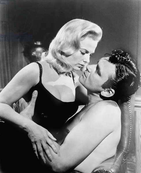 DESIRE IN THE DUST, from left: Martha Hyer, Ken Scott, 1960